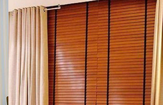 Persiana Horizontal de madeira sintética - RJ - Resistência e flexibilidade